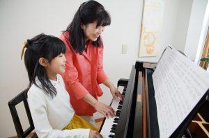 フェリーチェピアノ教室の中学生のピアノレッスン