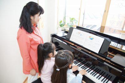 横浜市鶴見区フェーリーチェピアノ教室の小学3年生の連弾練習