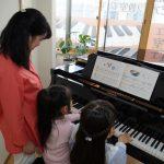 フェリーチェピアノ教室の連弾のレッスン風景