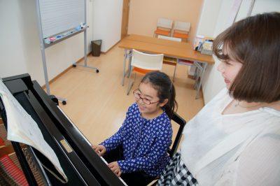 フェリーチェピアノ教室の1年生のピアノレッスン