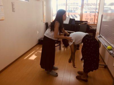 フェリーチェピアノ教室のボイストレーニング発声練習・ストレッチ運動